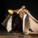 podiumfoto 1, ORFEO, een drama van karton
