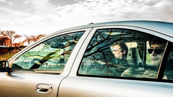 Nog eenmaal achteromkijken in Strepen op de weg