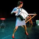 Nathalie Baartman en virtuoze band spelen liedjes in zigeunersferen