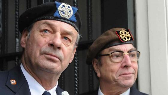 Het Volk: Ridders in de Orde van Oranje-Nassau!