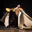 podiumfoto 3, ORFEO, een drama van karton